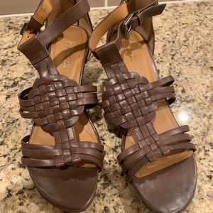 Brown Kenneth Cole open toe sandals.